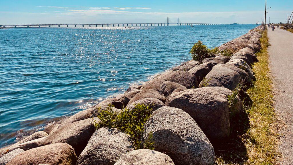 Sveriges Nationaldag bjöd på strålande sol vid Öresundsbron.